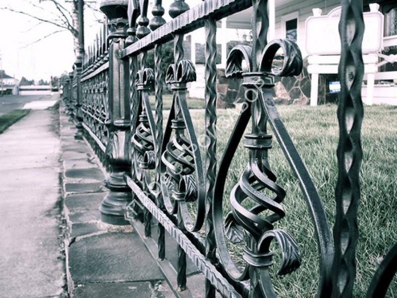 Кованая ограда для муниципального здания