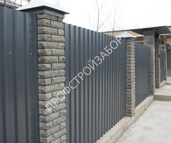 Комбинированный забор: камень и профнастил